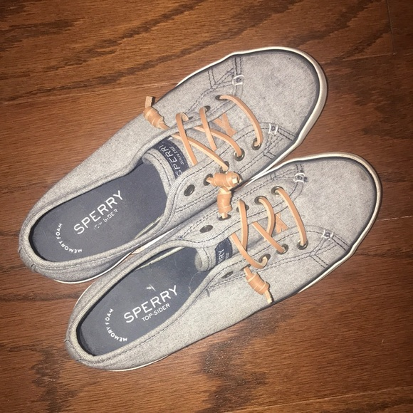 Sperry denim canvas shoe in size 7